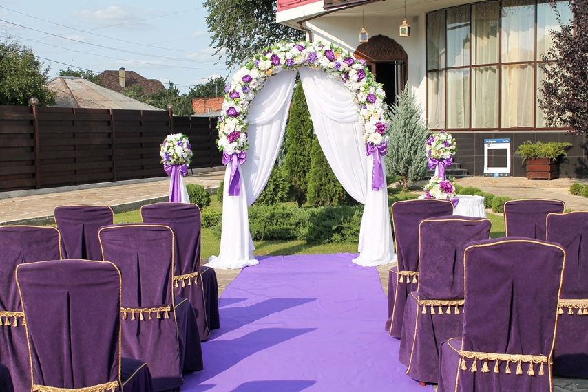 Арка в фиолетовом цвете