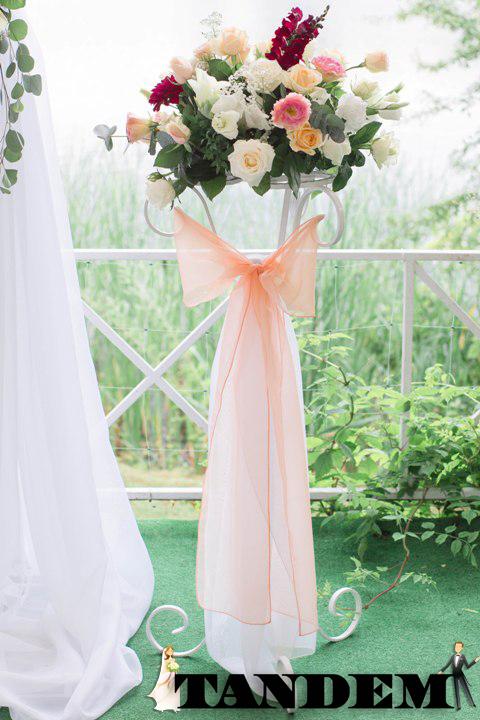 Цветочные свадебные стойки