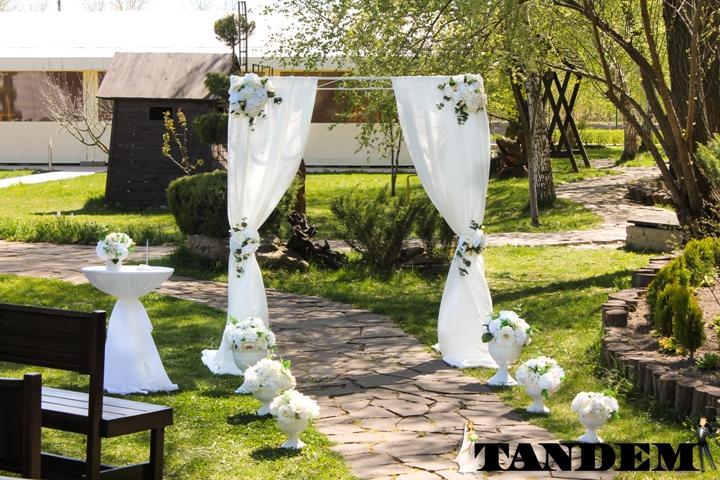 Свадебная арка в нежных свадебных оттенках
