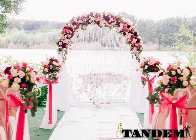 Свадебная арка bubble gum