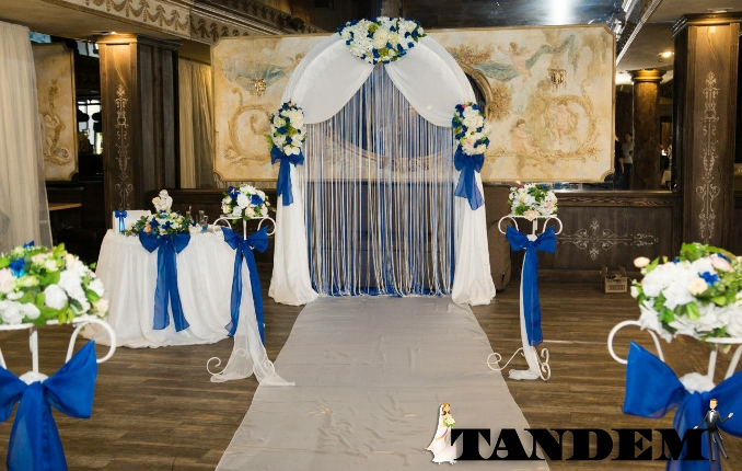 Арка на свадьбу в синем цвете