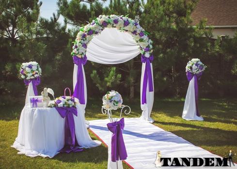 Фиолетовая свадебная арка