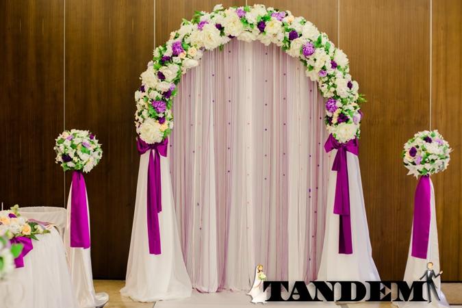 Красивая арка - яркая фиолетовая