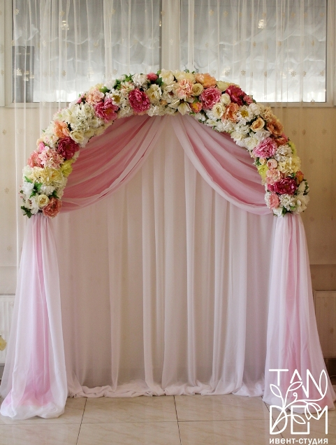 Нежная розовая арка