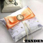 Подушка - Peach с брошью