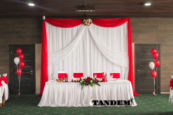 Ширма для красно-белой свадьбы