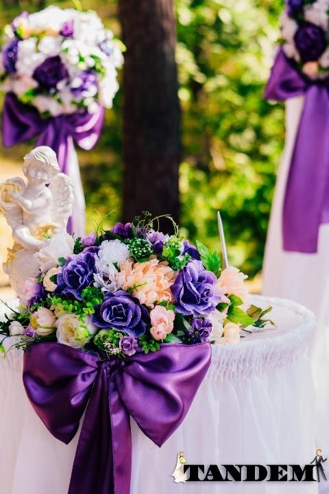 Оформление выездной церемонии в фиолетовом цвете